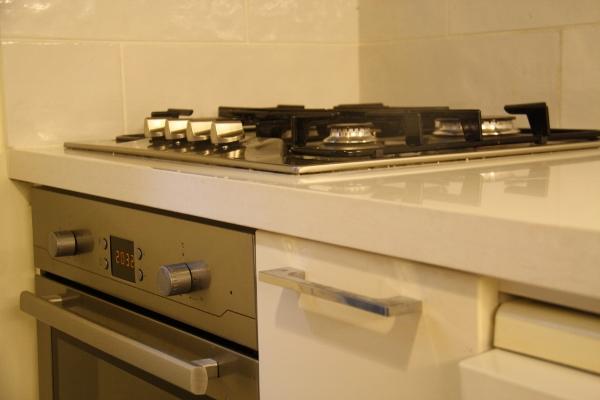 משטח חדש, ידיות חדשות, כיריים ותנור חדשים ביחידת build in שנוספה