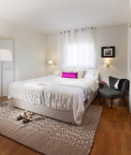 מעברים נוחים הכרחיים כדי להרגיש מרחב נח. המיטה ברוחב 160 כרוחב המזרן.